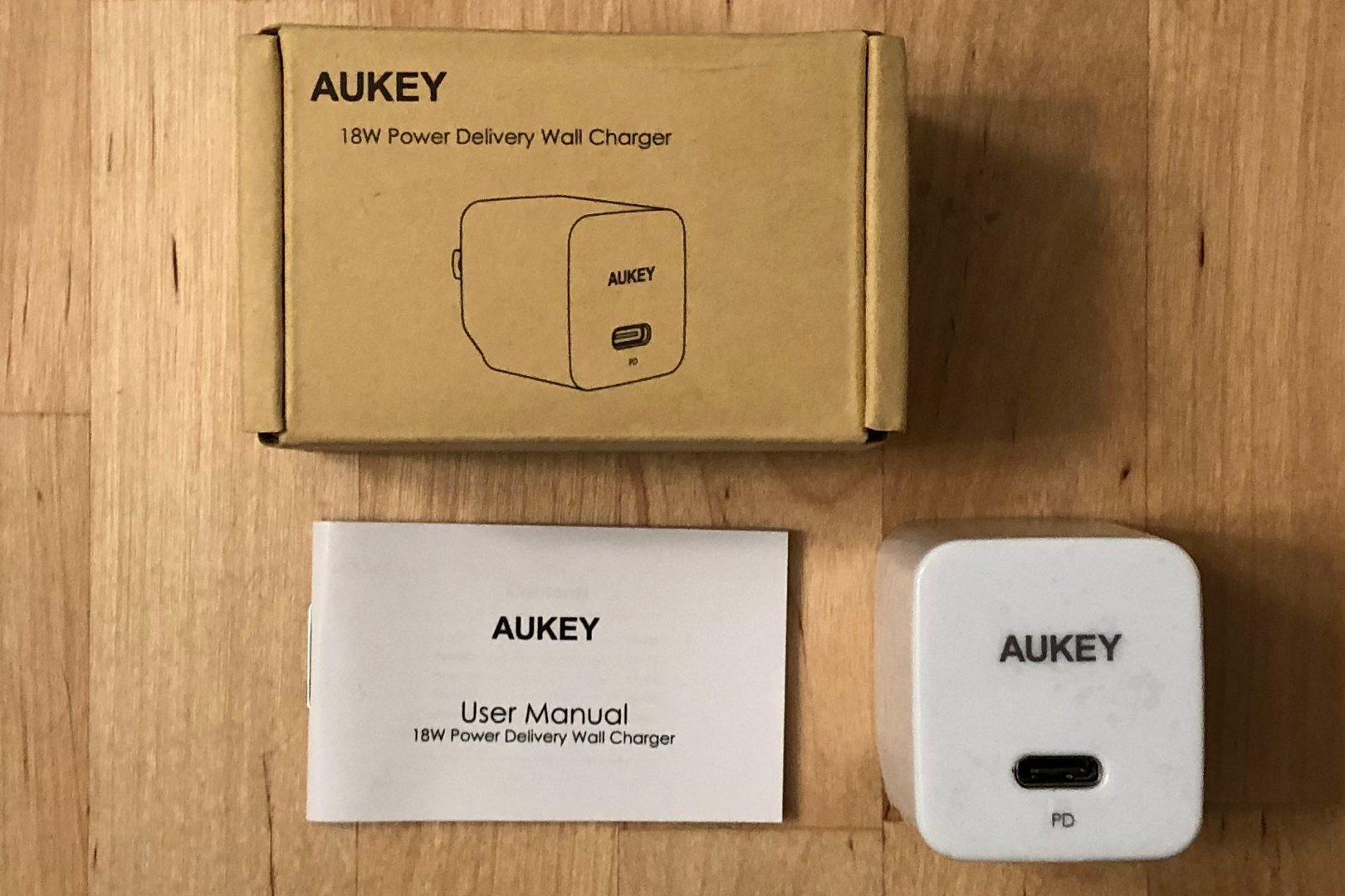 AUKEY PA-Y18 incluido en la caja