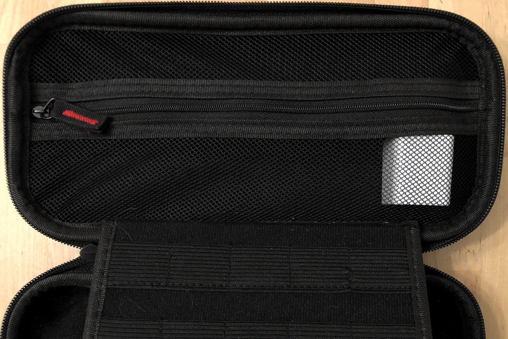 AUKEY PA-Y18 en una caja de Nintendo Switch