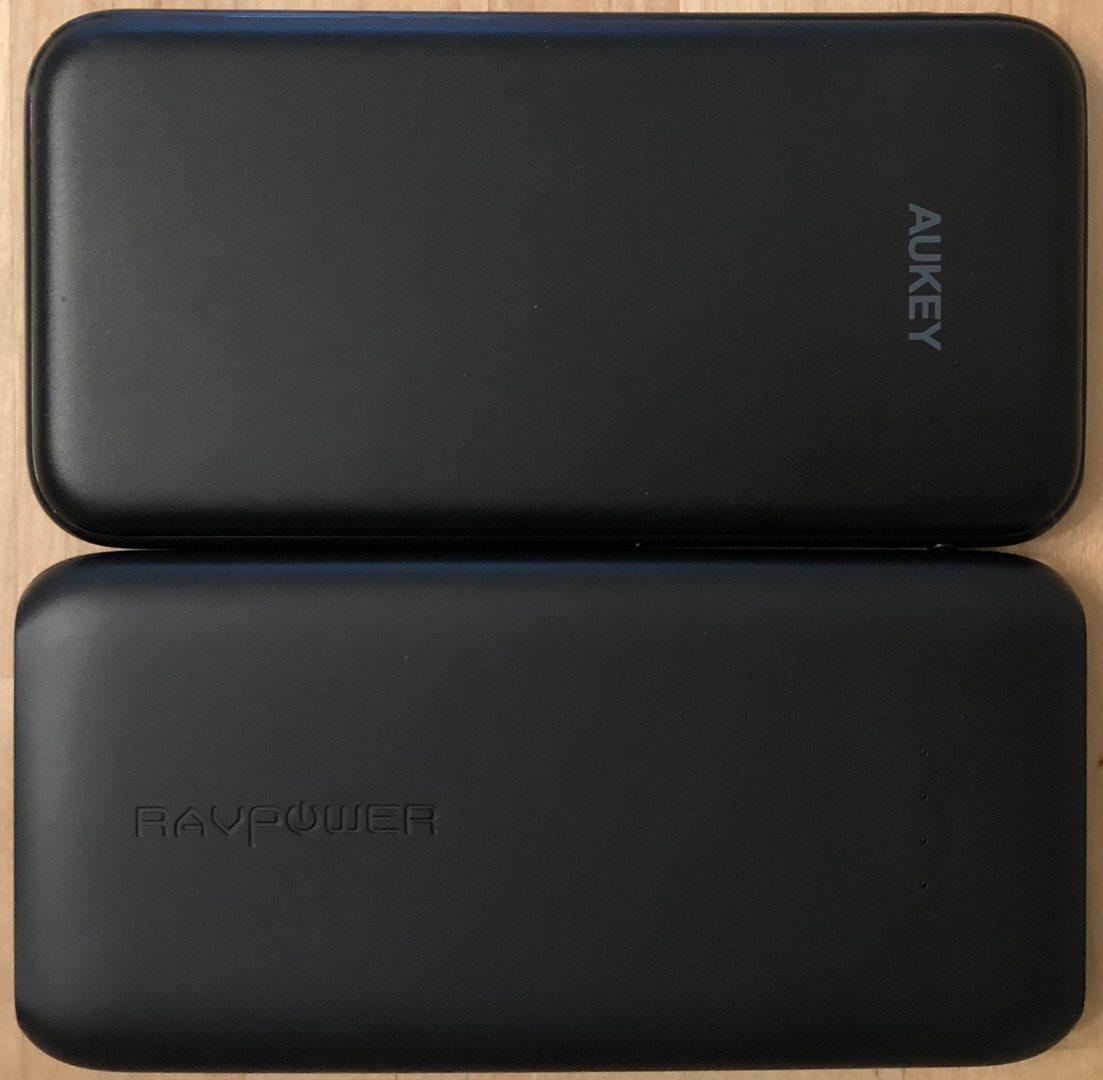 Arriba: AUKEY PB-Y13. Parte inferior: RAVPower 10000 USB-C.