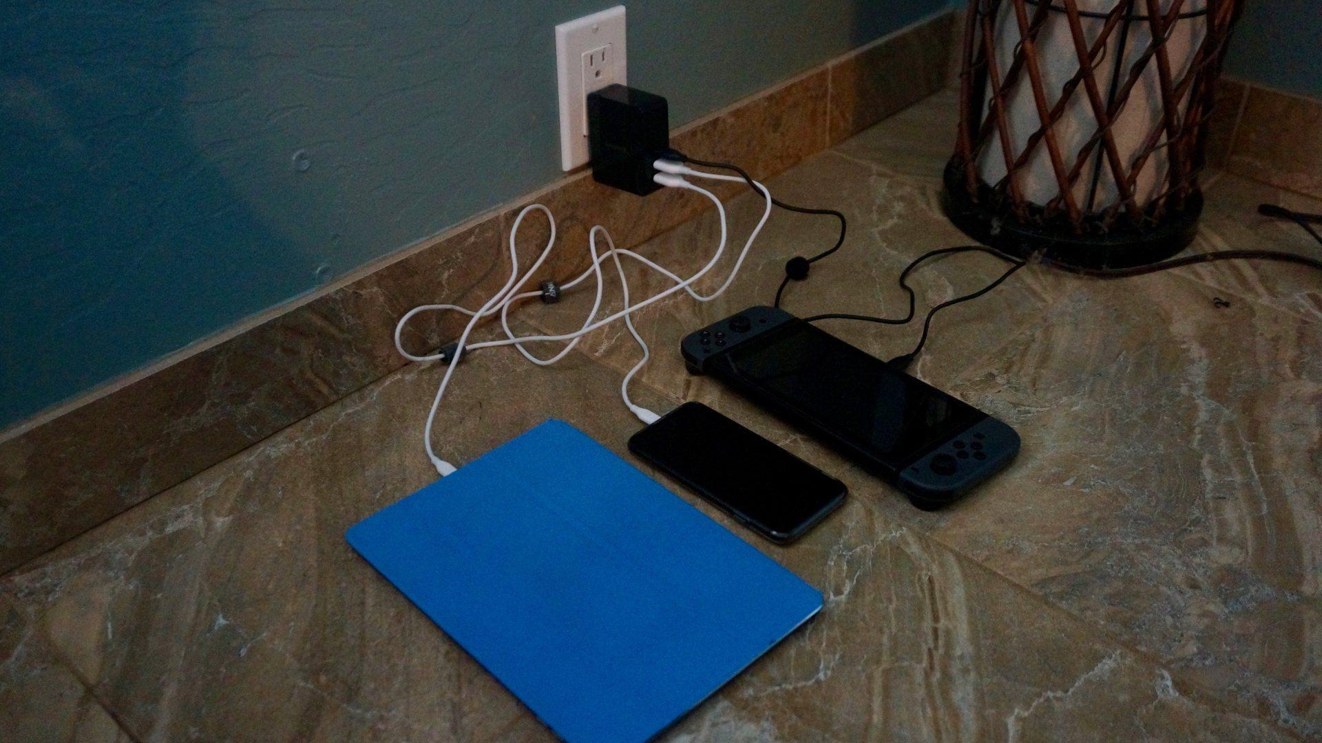 Inateck 45W 3-Port USB-C Cargador en Kauai.