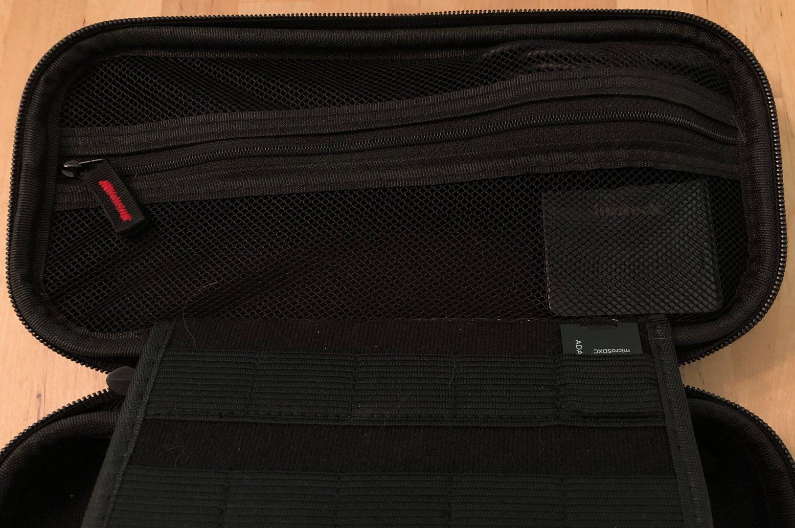 Inateck 60W USB-C Wall PD Charger en una caja de interruptor de Nintendo