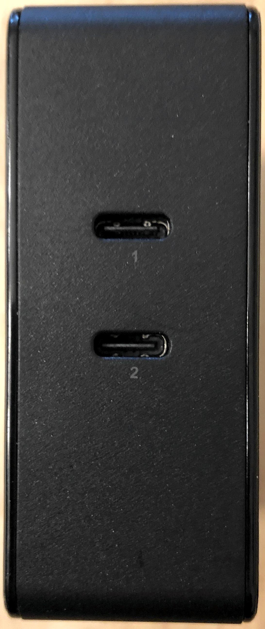 Puerto 1 y Puerto 2 del cargador Inateck 60W PD con puertos USB-C duales.