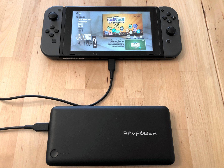 RAVPower XTREME 26800 PD con el interruptor de Nintendo