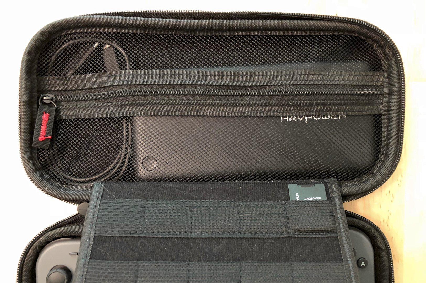 RAVPower XTREME 26800 PD y cable en una caja de interruptor de Nintendo
