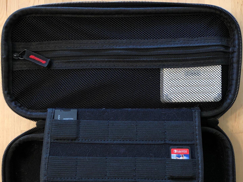 Zikko eLuggage L cargador en un maletín de transporte.